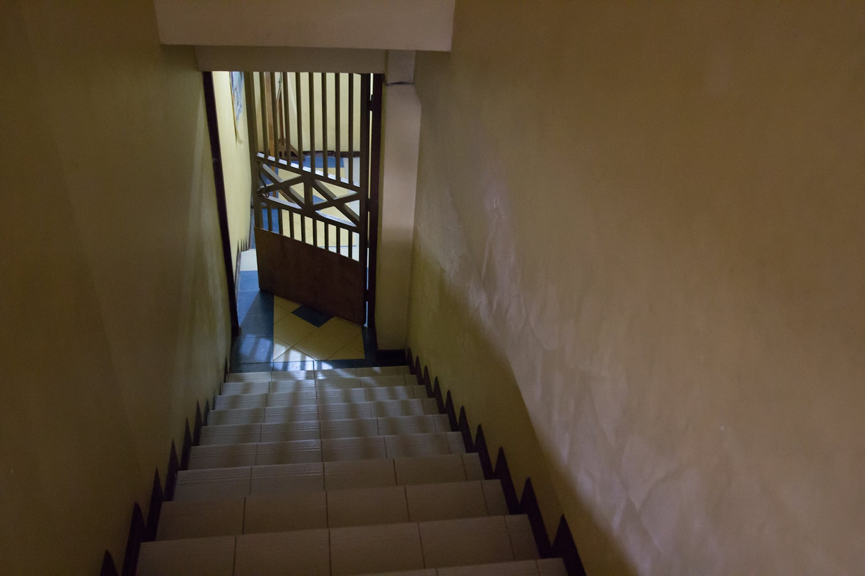 HELPマーティンス校の教室への階段