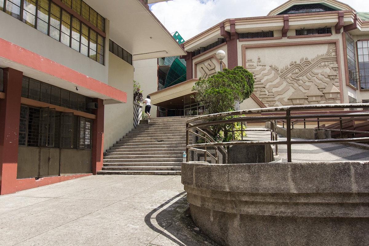 フィリピン・バギオで大学に侵入してきた。【セントルイス博物館】